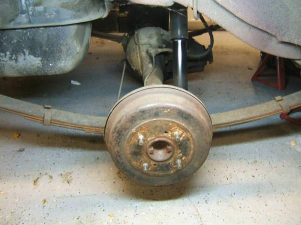 72_datsun_510_rear_axle_mount_3_.JPG