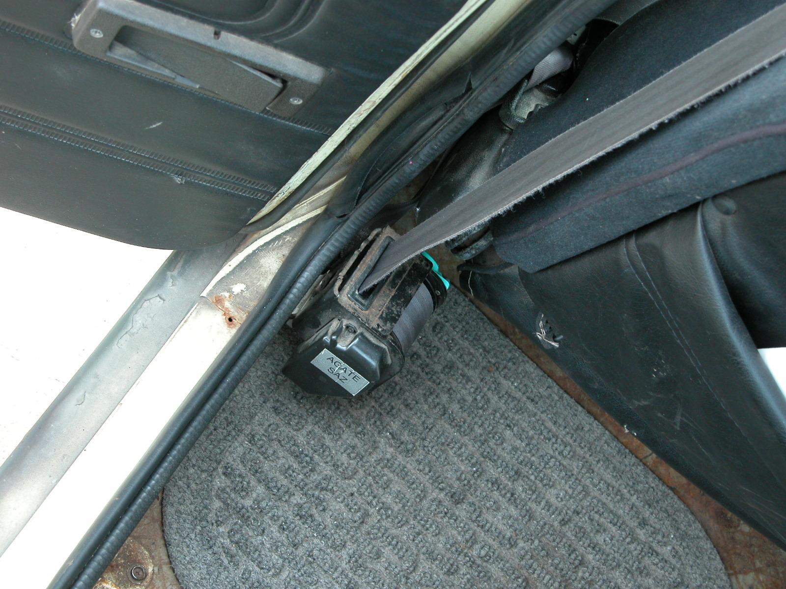 Retracting Seatbelt Install Retractor 1
