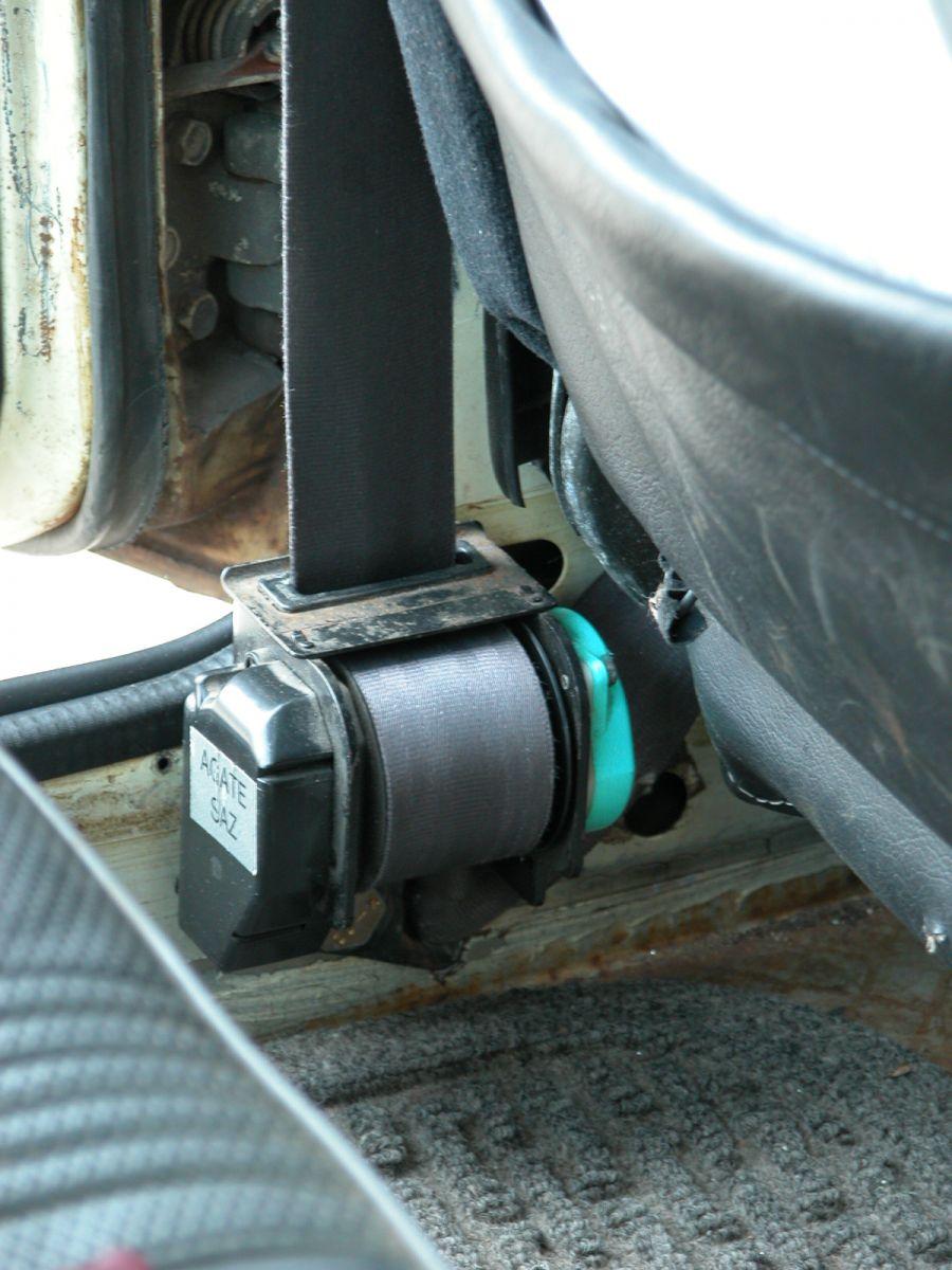 Retracting Seatbelt Install Retractor 2