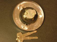 NOS_510_Wagon_Locking_Gas_Cap_w_Keys_004