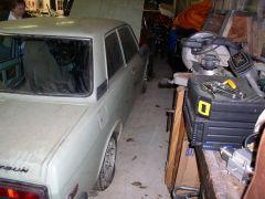 1971 Datsun 510 barn find, 4 - passenger's side
