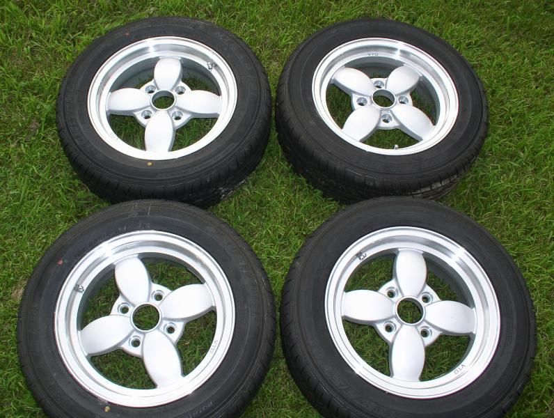 VTO Retro 4 14x5.5 +22 silver 4x114.3 Sumitomo A/S PO1 185/60-14