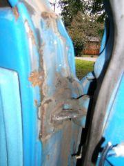 sub_left_upper_door_hinge_rust