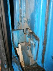 sub_right_front_door_lower_hinge_rust