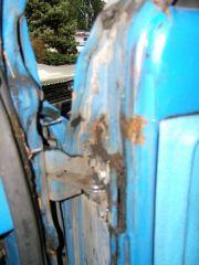 sub_right_front_door_upper_hinge_rust