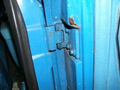 sub_right_rear_door_hinge_rust