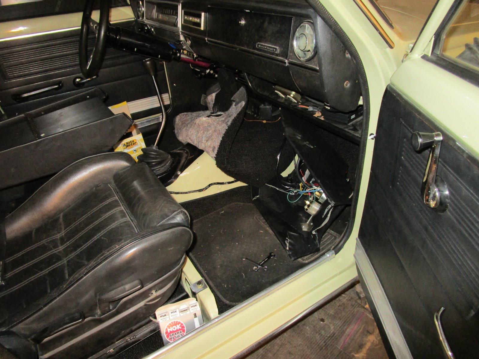 68 datsun 510 3 peice front carpet IMG_2038.jpg