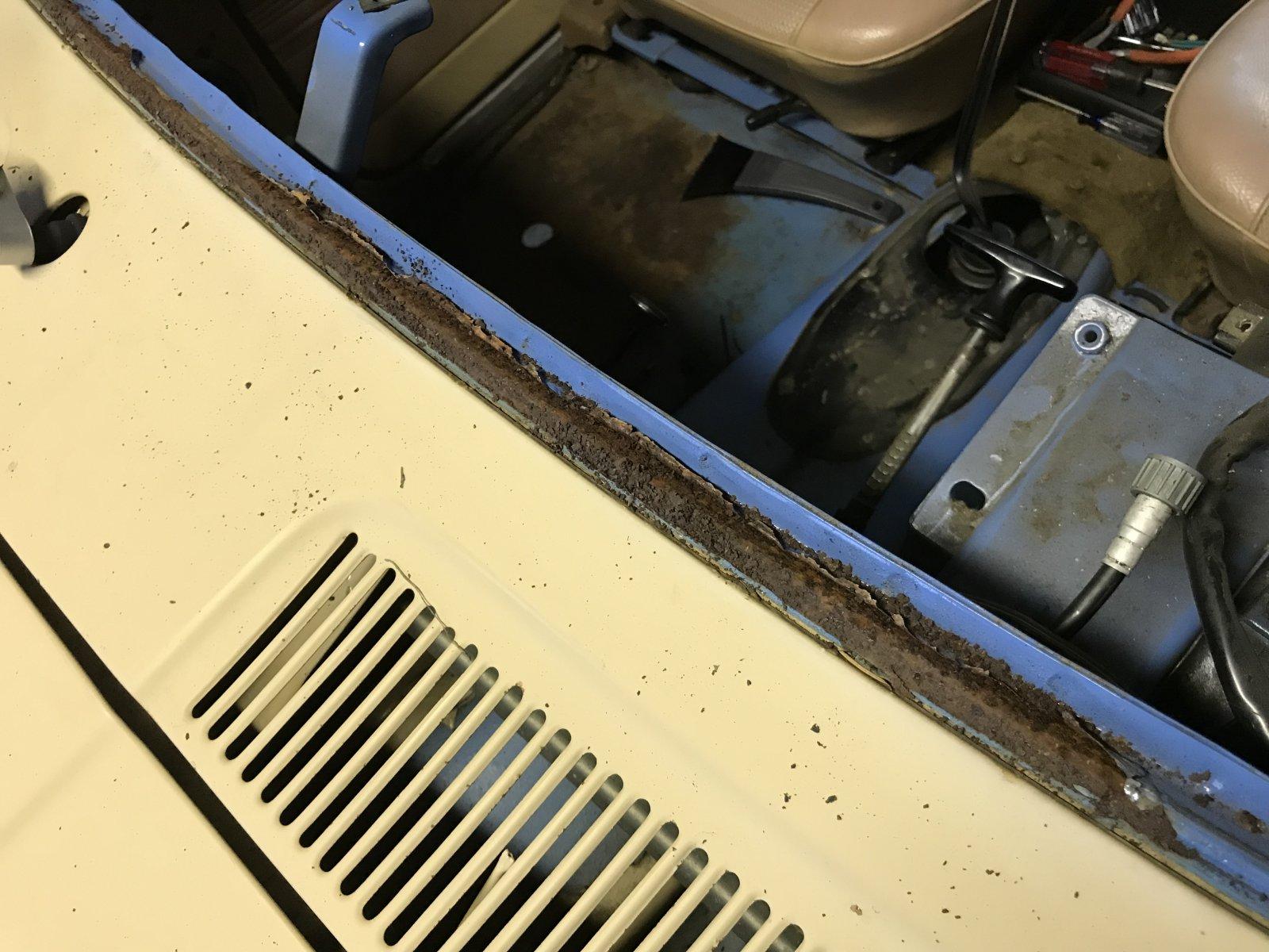 12282017 bruiser windshield and dash (3).JPG