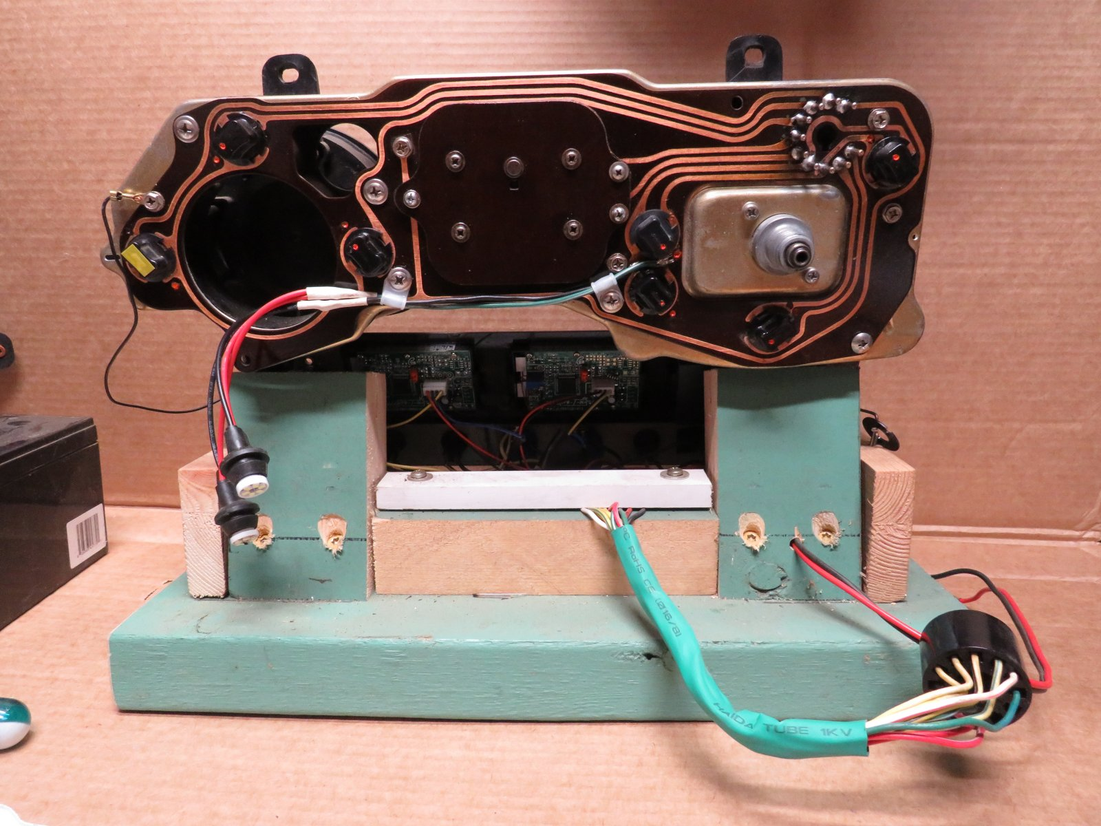 Instrument-Cluster_Bench_Backside.JPG