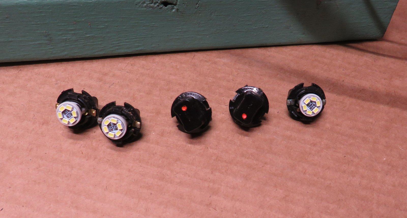 Instrument-Cluster_LEDs_w_Positive-Dots.JPG